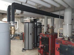 Vanhat lämmityskattilat uuden järjestelmän rinnalla